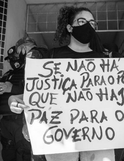 Manifestante na Seccional da Sacramenta, Belém.